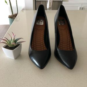 (New) DV black leather pointed toe pumps